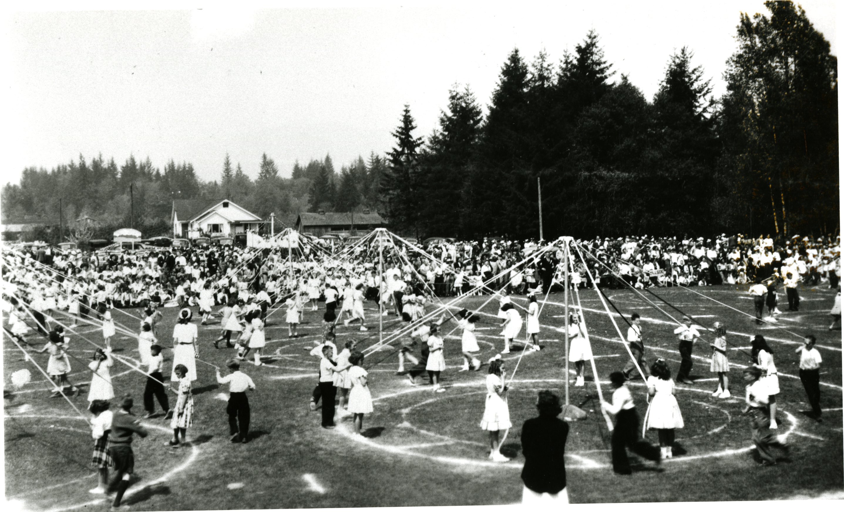 May Pole Dancing, Blue Mountain Park, 1948 (JPG) Opens in new window