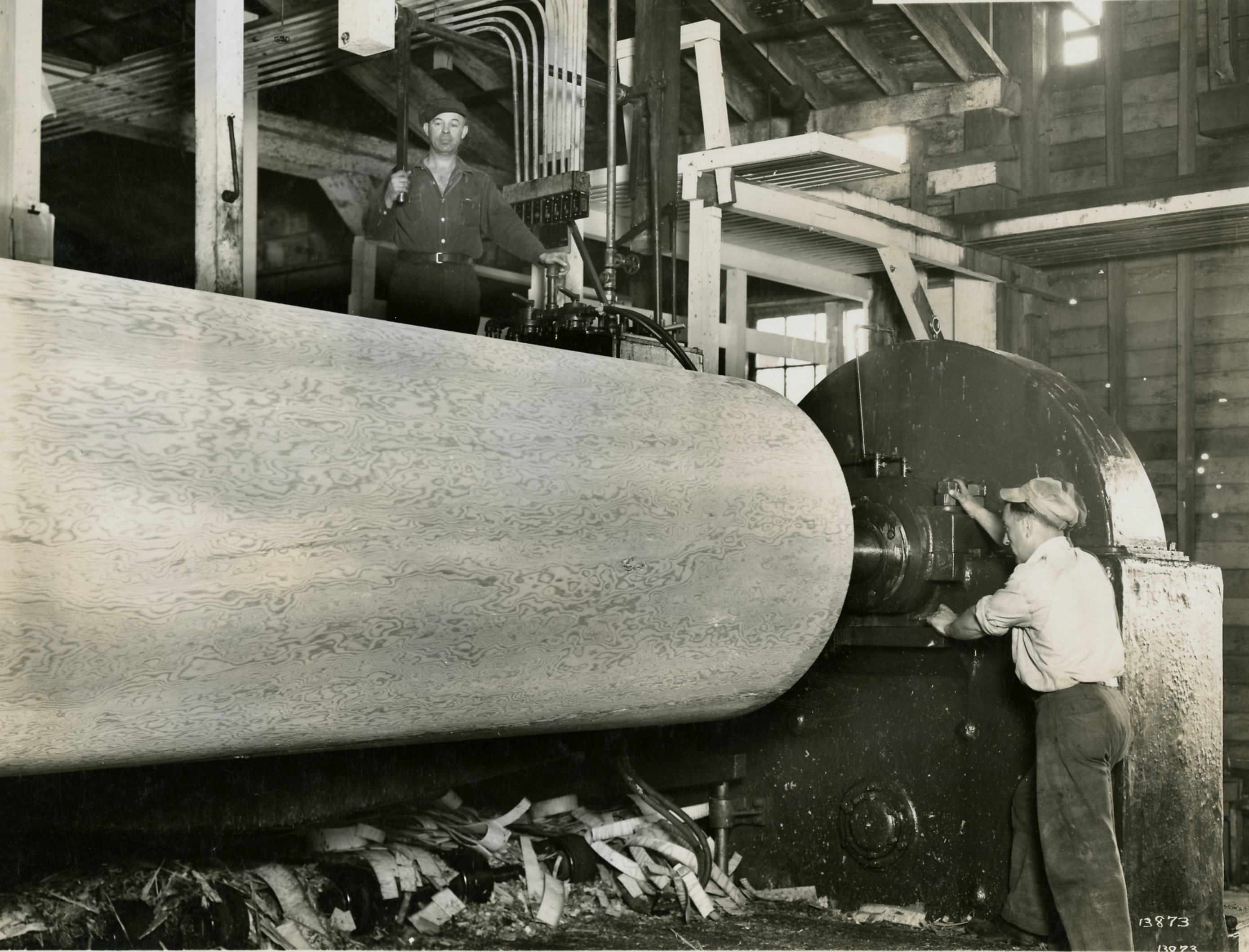Photograph of Plywood Veneer Lathe, Circa 1940s (JPG) Opens in new window